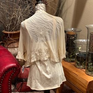 ONE WORLD Tops - NWT • Cream delicate lace top set